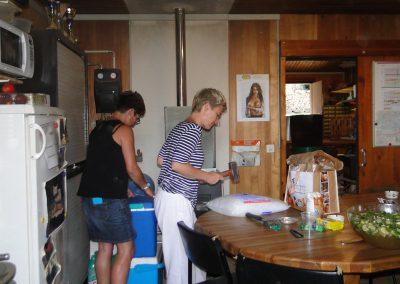 et pendant ce temps, nos trois secrétaires préparent la glace pour le mojito